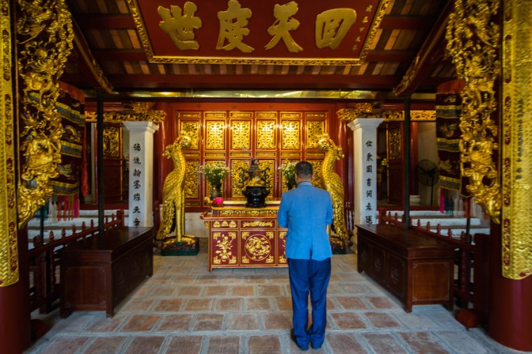 Altar en el Templo de la Montaña de Jade en Hanoi