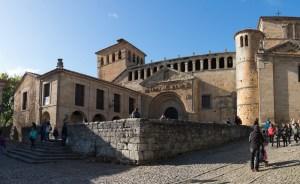 Fachada principal de la Colegiata de Santa Juliana