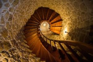 Escalera interior en el castillo de Manzanares El Real, Madrid