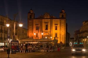 La Casa de Giraldo, en la plaza del mismo nombre de Évora