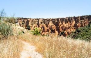 Último tramo del sendero que lleva hasta las cárcavas de Patones
