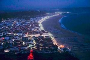 Vista nocturna de Nazaré desde el mirador de Suberco