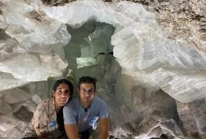 Foto justo en la entrada de la Geoda de Pulpí en Almería