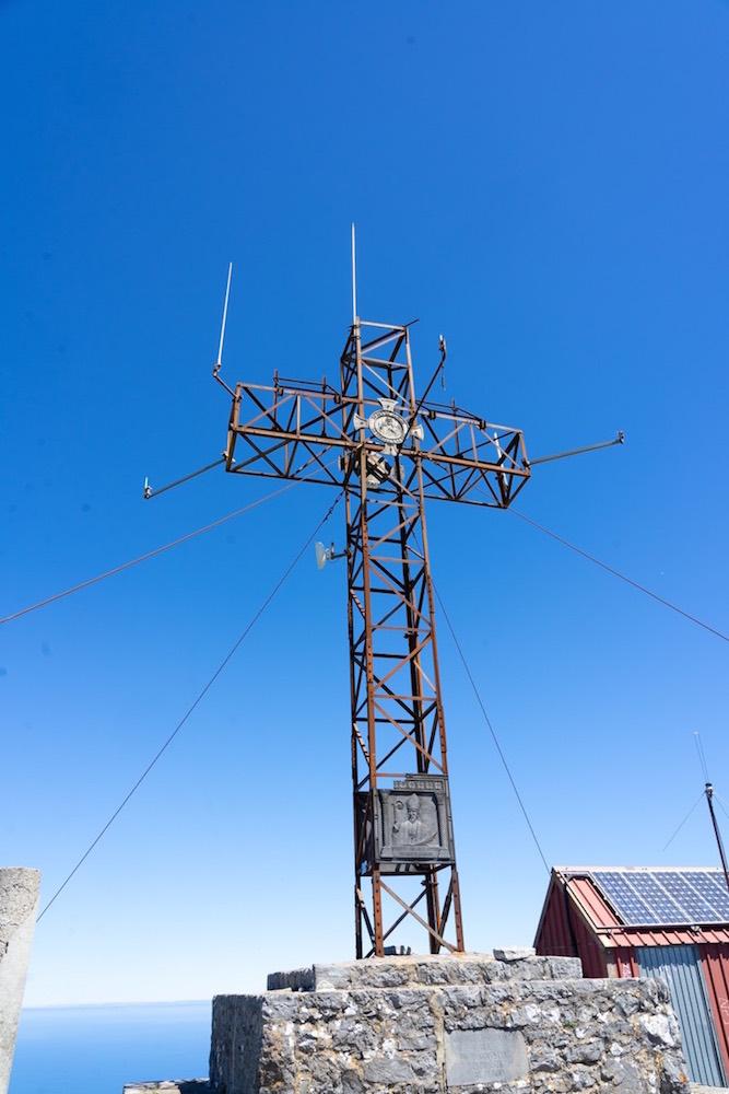 Cruz en la cima del Pico Pienzu, Asturias