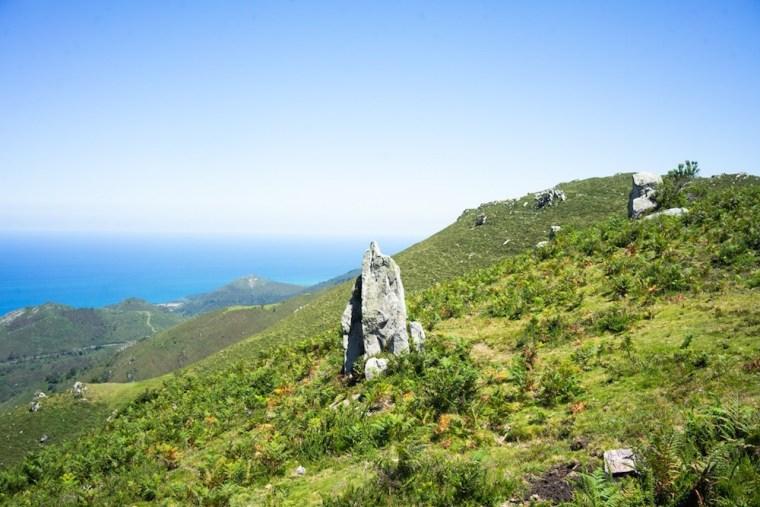 Vistas del mar Cantábrico durante la ruta al Pico Pienzu, Asturias