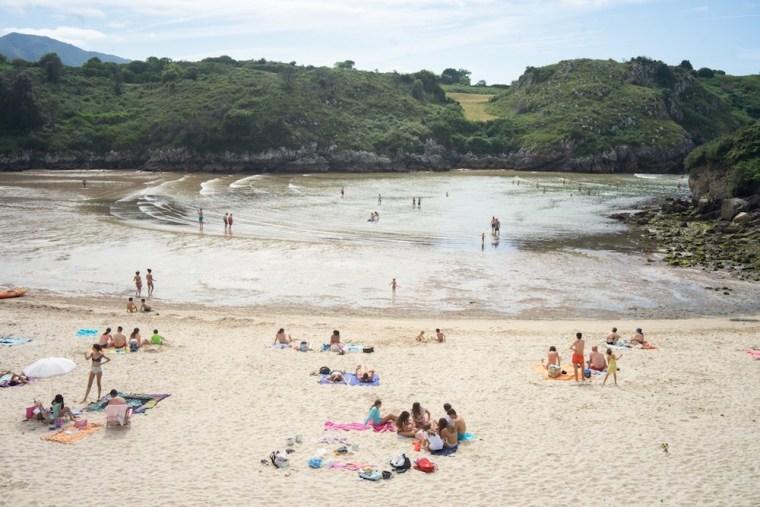 Playa de Poo con marea baja, Asturias