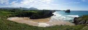 Playa de Portillu con marea baja en Llanes, Asturias