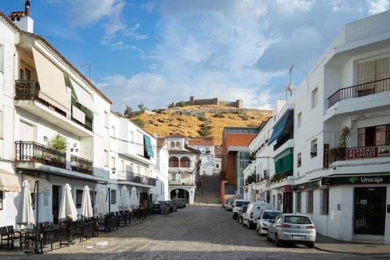 Vista del Castillo de Aracena desde la parte baja del pueblo