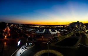 Vista nocturna de la Marina de Faro desde la azotea del Hotel Faro