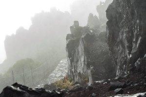 Roque de los Muchachos al amanecer: lluvia y niebla apenas nos dejaban ver nada