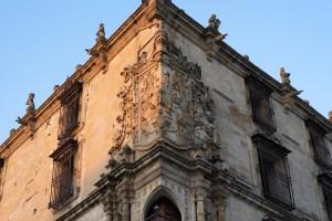 Escudo en la fachada del Palacio del Marqués de la Conquista en la Plaza Mayor de Trujillo