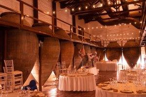Sala de tinajas en La Antigua Bodega de los Llanos en Valdepeñas