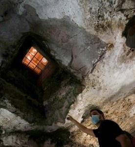 Veta en la roca del subsuelo de Valdepeñas que ha permitido la construcción de tantas cuevas, vista en Bodegas Navarro
