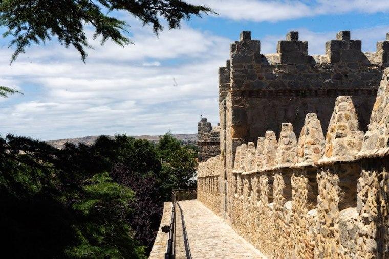 Adarve que recorre la parte superior de la muralla de Ávila
