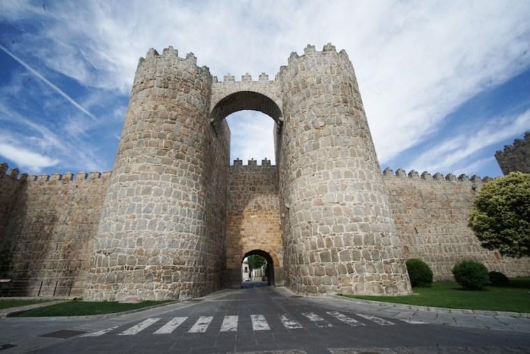 Puerta de San Vicente en la muralla de Ávila