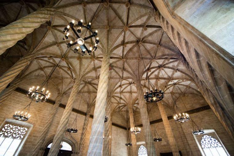 Sala de columnas de la Lonja de la Seda, Valencia