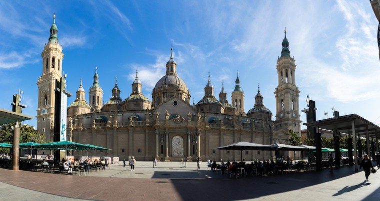 Exterior de la Basílica del Pilar en la Plaza del Pilar, Zaragoza