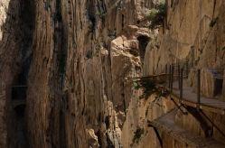 Este desfiladero es producto de la acción del río Guadalhorce, alcanza los 400 metros de altura y los 10 metros de ancho en sus tramos más estrecho