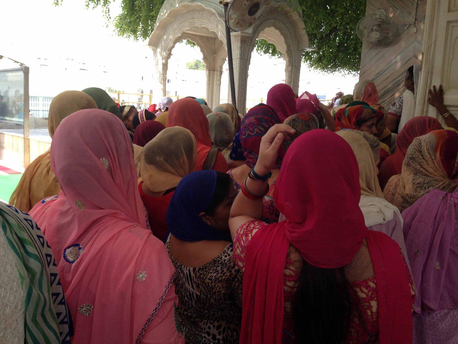 Mujeres-sij-templo-dorado-Amritsar-india