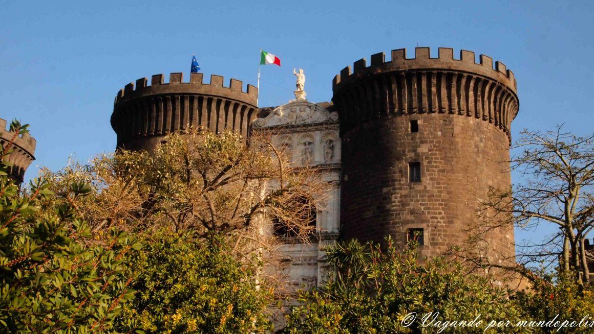 turismo-en-napoles-que-ver-castillo-nuovo