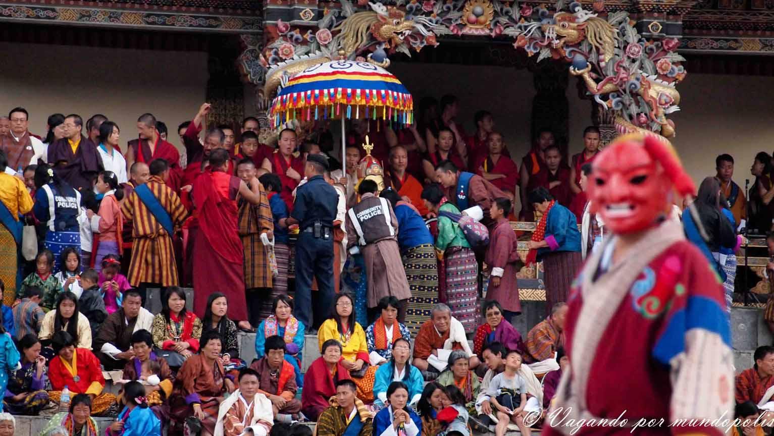 festivales-en-buthan-los-tshechu
