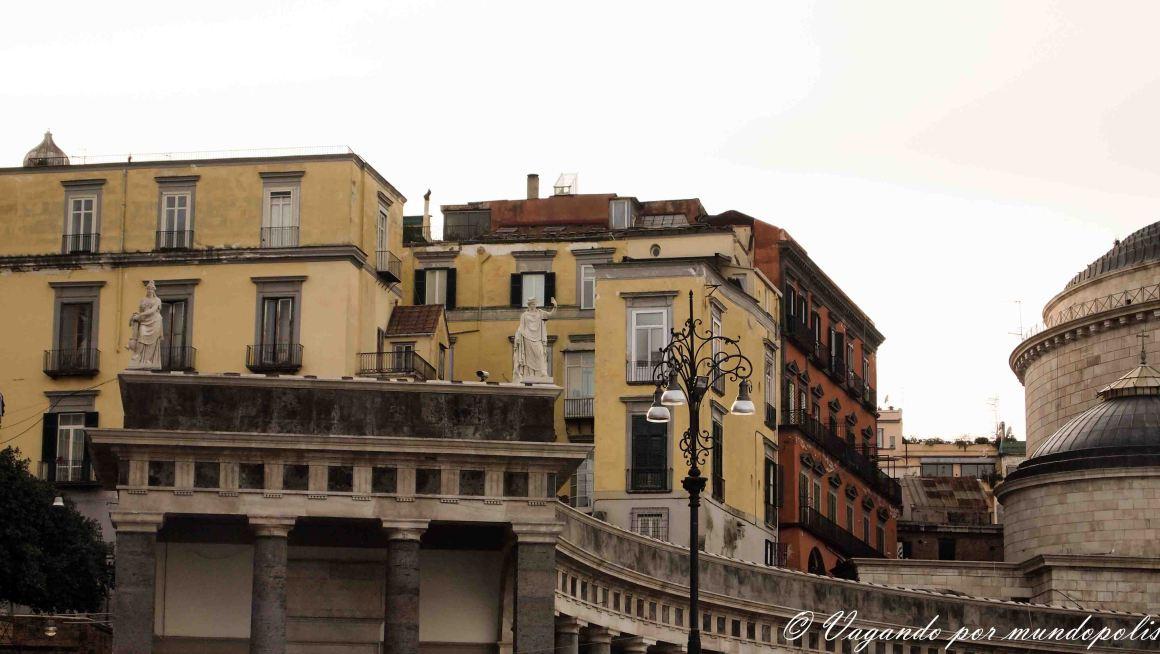 turismo-en-napoles-que-ver-piazza-del-plebiscito