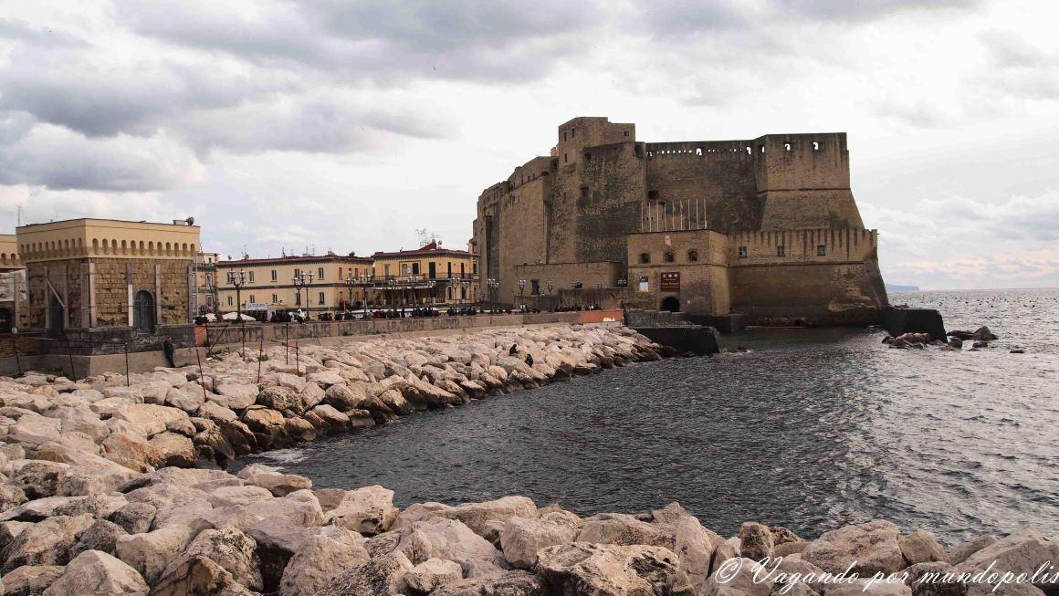 turismo-en-napoles-que-ver-castillo-del-ovo
