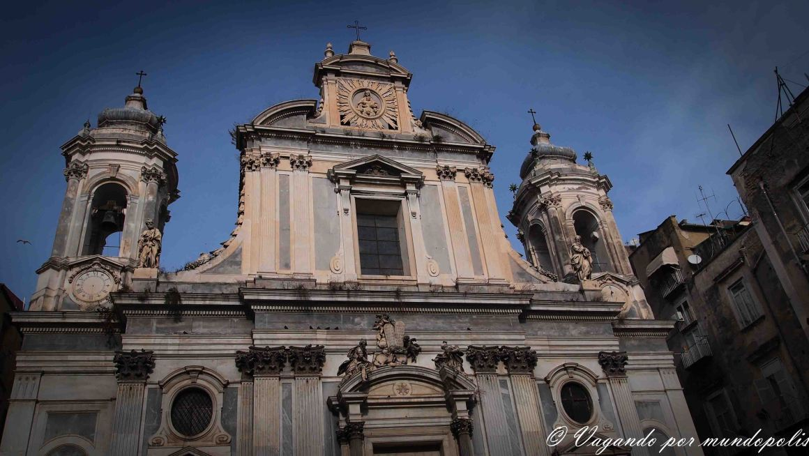 turismo-en-napoles-que-ver-iglesias
