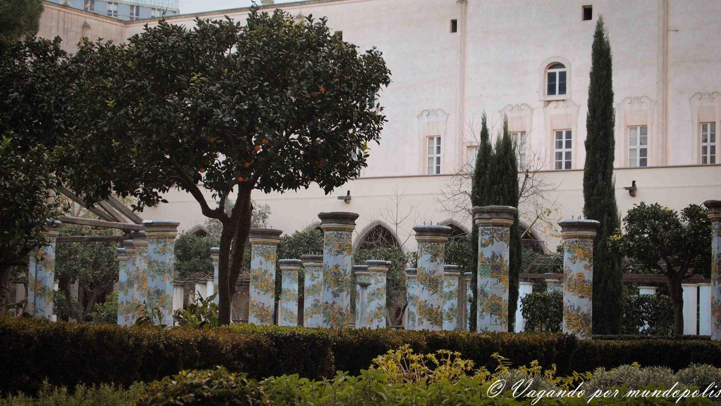 napoles-que-ver-basilica-santa-chiara
