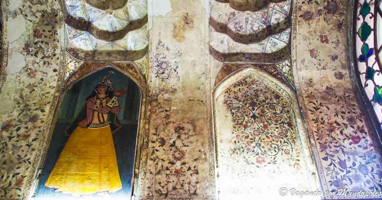 mujer-turista-en-iran