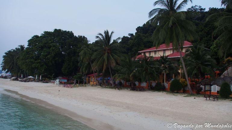main-beach-sur