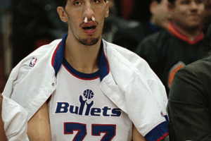 gheorghe-muresan-it-follows