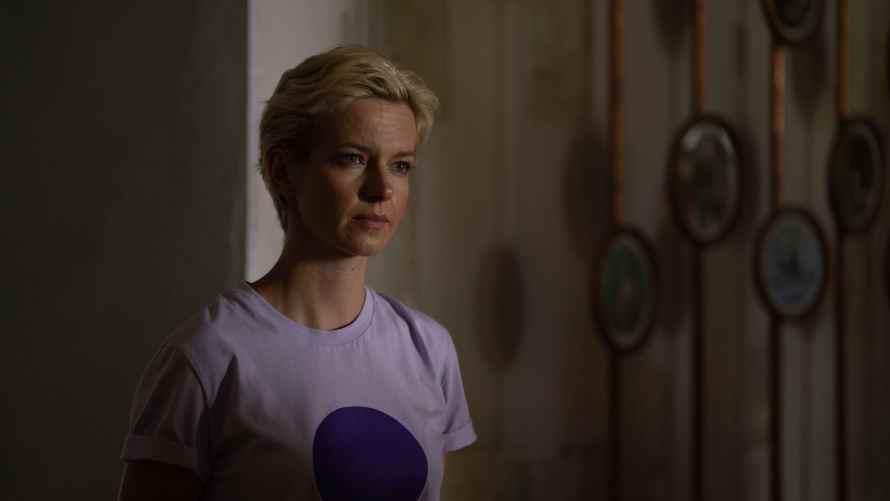 Open Your Eyes Cast - Marta Nieradkiewicz as Dr. Zofia