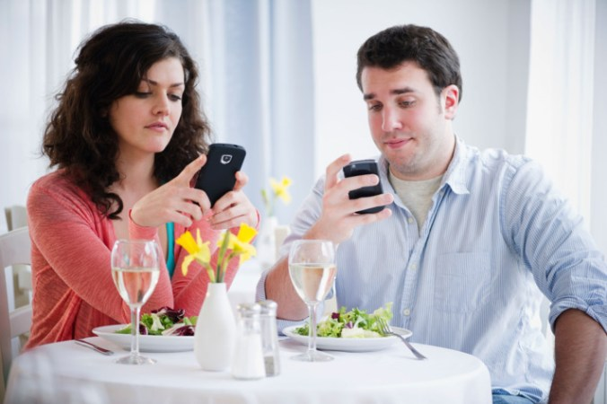 couple texting lack of intimacy