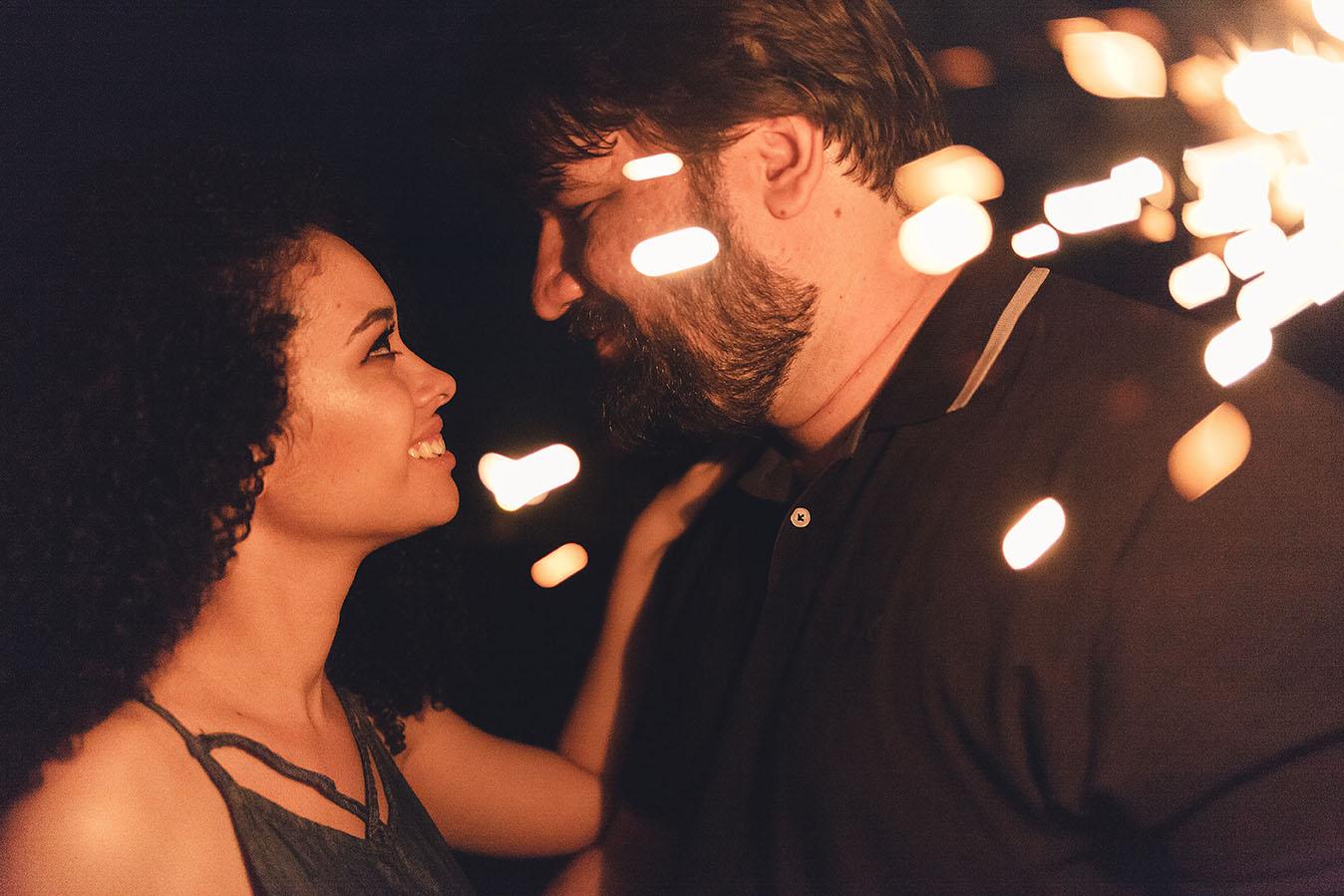 ensaio-pre-wedding-sparkles-luzinhas