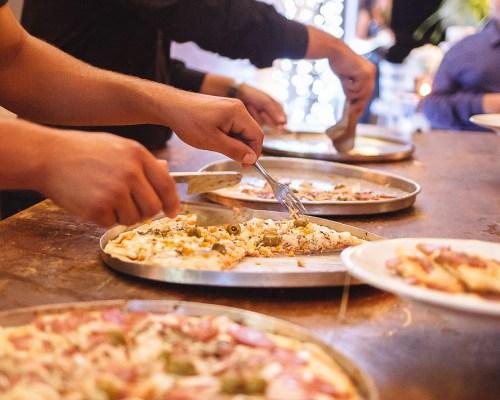 Casamento Econômico com Pizza