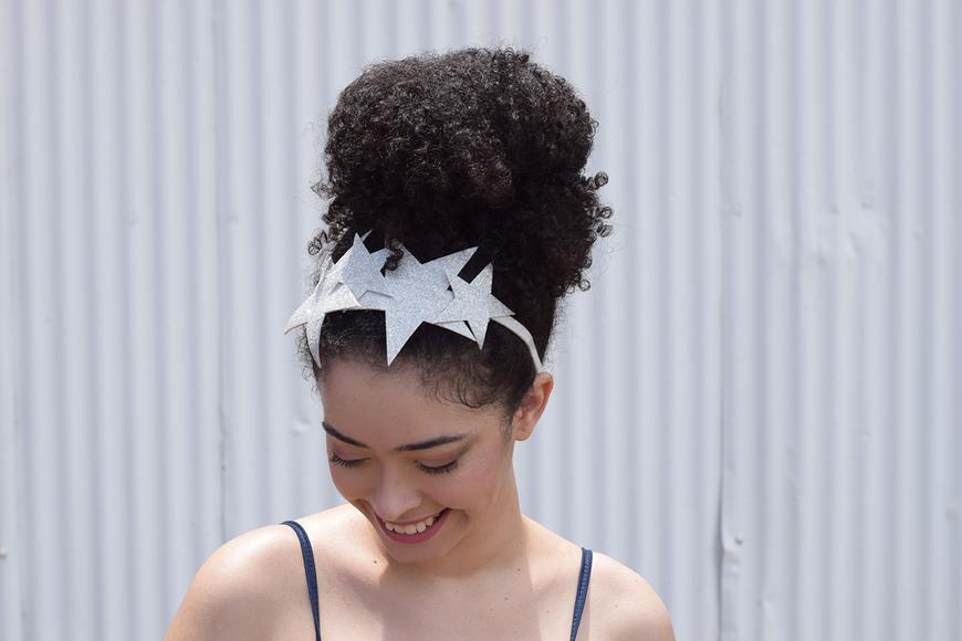 Faça Você Mesmo: Tiara de Estrelas com EVA + Penteado de Carnaval em Cabelo Cacheado