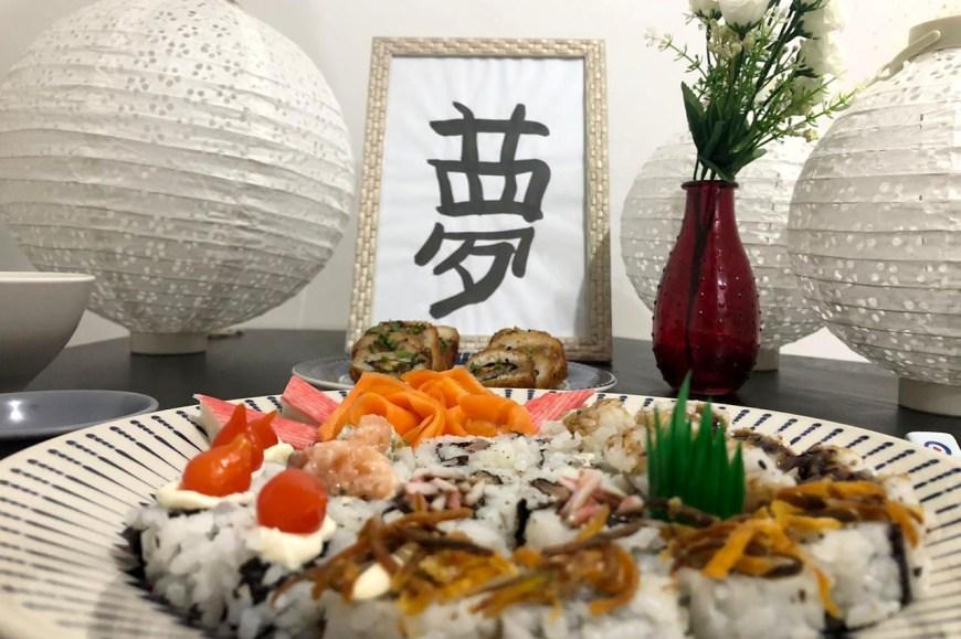 Mesa Posta para Jantar Japonês em Casa