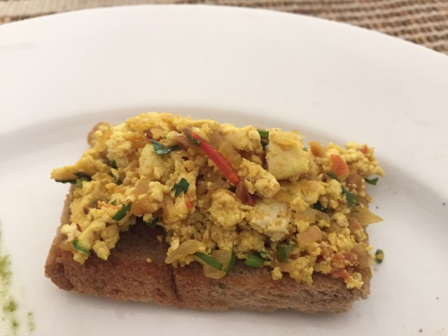 Toasted bed with Scrambled Tofu