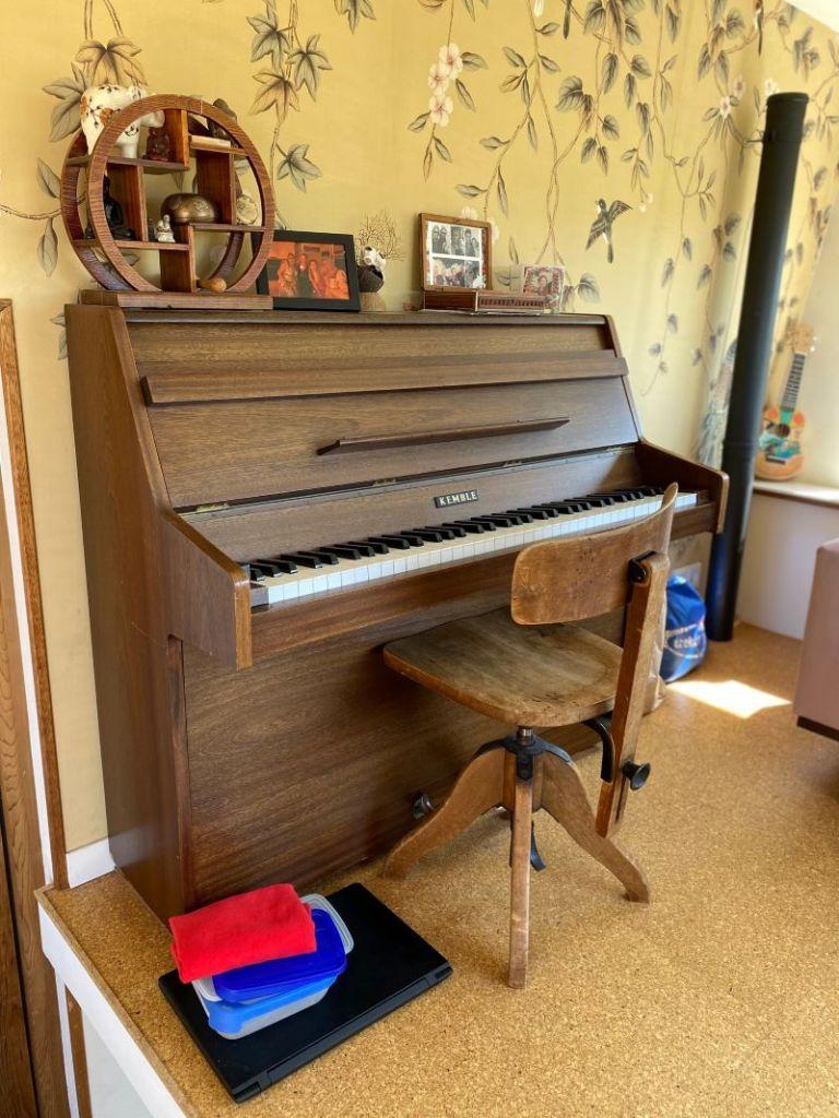 piano, tiny house