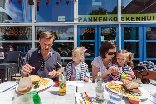 Vakantiepark Kijkduin restaurant met terras