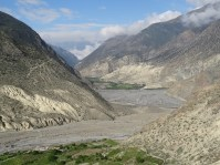 Kali Gandaki - das tiefste Flusstal auf Erden und der einzige Trans-Himalaya-Fluss(2000-3000m.ue.M. und auf beiden Seiten ragen 8000er in die Hoehe)