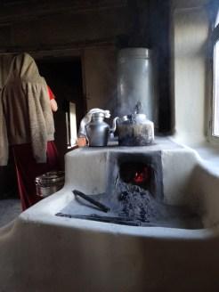 Kueche des Nonnenklosters in Muktinath, wo ich auf Einladung eines Moenchs aus Thini im Gaestezimmer naechtigen durfte