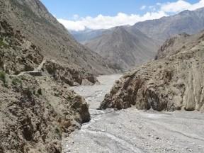 Haengebruecke ueber das Flusstal eines Kali Gandaki - Zuflusses