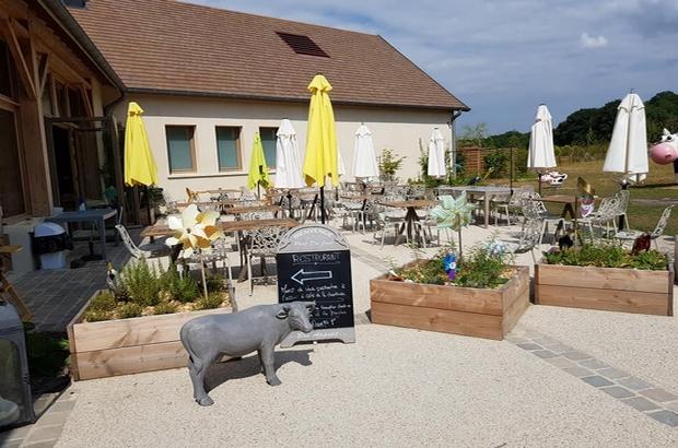 """Villeneuve le Comte ► Le restaurant """"Les Délices de la Ferme """" à Villages Nature"""