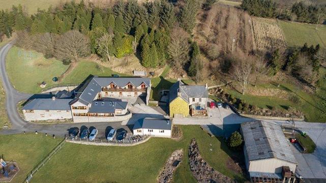 Vale Farm Cottages 745