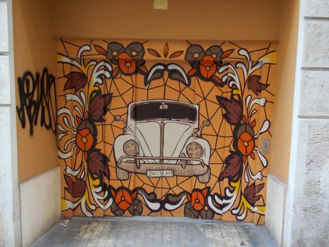 Carrer de Sant Ferran, obra de Julieta. Fuente: Valencia en graffitis.