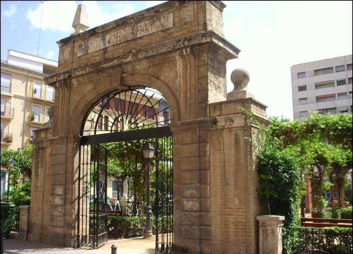 Puerta de entrada del antiguo Palacio de Parcent que se quiso salvar y todavía sigue a día de hoy. Fuente: Jdiezarnal.com