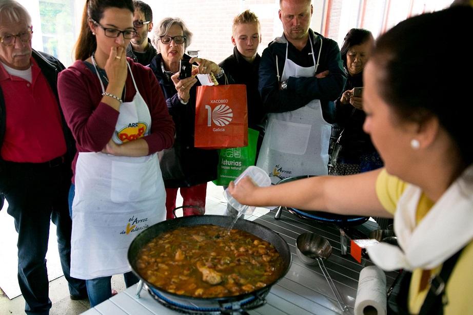 Valencianos por el mundo: María, la embajadora valenciana de la Paella en Holanda