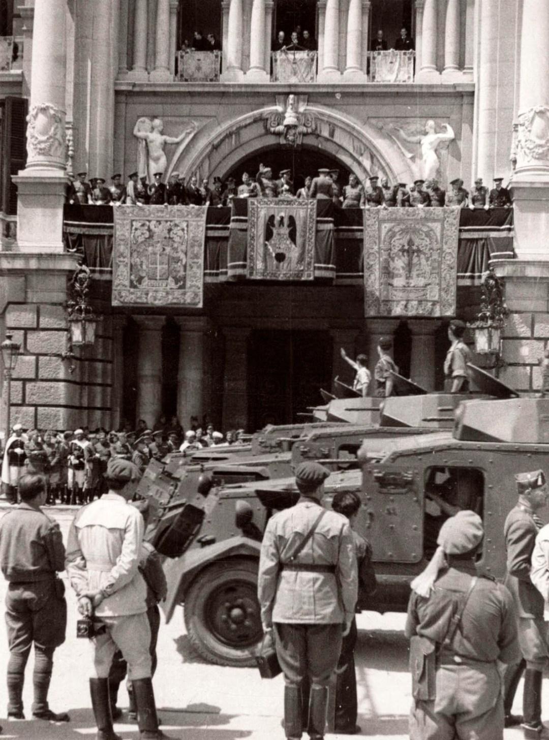 Desfile del 3 de Mayo de 1939. Fuente: Solerdos.blogspot.com.es